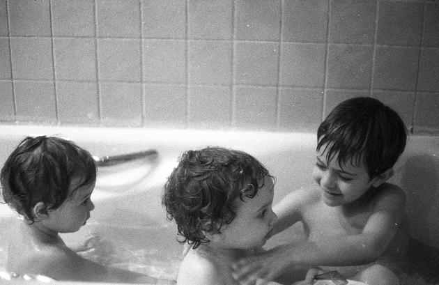 La hora del baño. Photos by Frederic Navarro